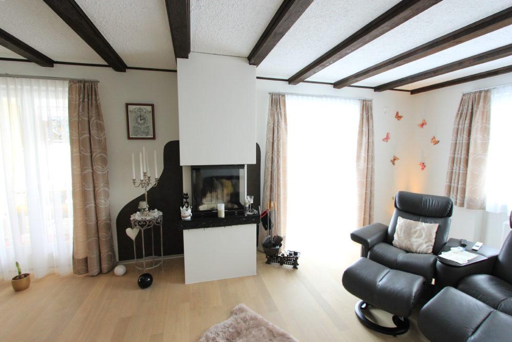 (Deutsch) Neugestaltung Wohnbereich mit Cheminée und Schlafzimmer